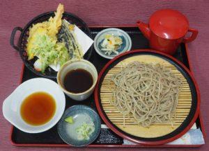 地元福島県平田村産のそば粉を使用した手打ち蕎麦と季節の野菜の天ぷらが絶品です。